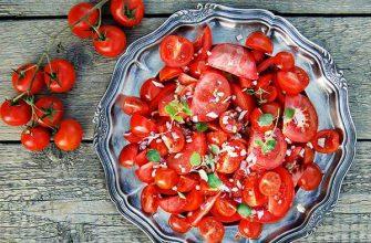 Салат из томатов и чеснока